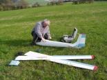 Kompletace Orla  začíná vsunutím  spojovacích planžet křídla do trupu.